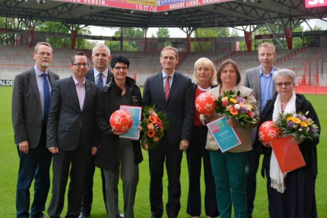 Die Preisträger 2016, Oberbürgermeister Michael Müller und die Sportpolitiker, Buchner, Halsch und Eggert