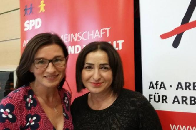 Beeindruckende Arbeit für die Arbeit: Astrid Hollmann mit Arbeitssenatorin Dilek Kolat