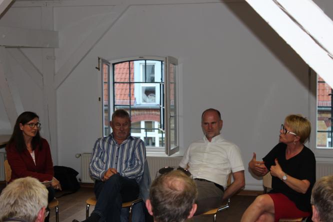 Das Podium: Astrid Hollmann, Hans-Günther Mahr (Weißer Ring), Ulrich Wollenberg (Sicherheitssysteme Wollenberg), Sabine Schumann (DPolG) (v.l.n.r.)