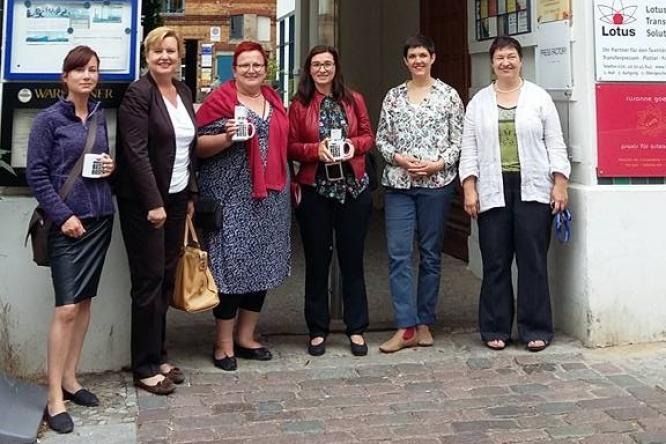 Auf dem Bild sind zu sehen von links nach rechts Clara West (MdA), Eva Högl (MdB), Elke Ferner (parlament. Staatssekretärin BMFSFJ), Astrid Hollmann (SPD-Kandidatin Mitte), Mariele Trautvetter (Gründerinnenzentrale), Katja von der Bey (Weiberwirtschaft)